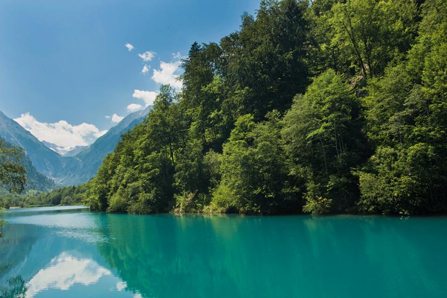 بحيرة هوشجبيرغستوسين من معالم السياحة في كابرون